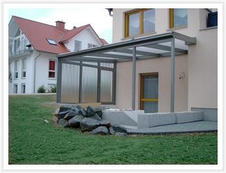 Terrassendach mit Windschutz